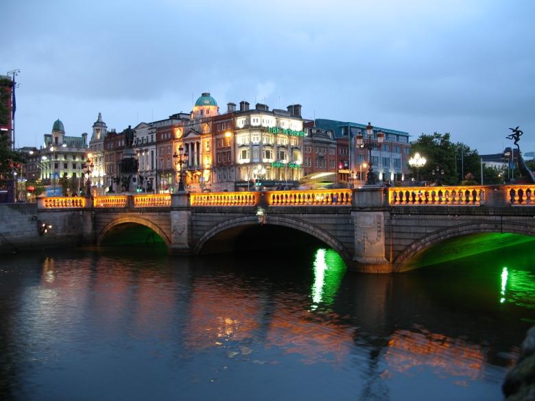 oconnell-street-bridge-at-night-in-dublin