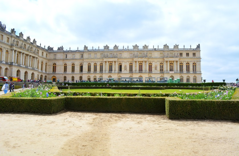 Entrance into the Palace of Versailles may cost a hefty sum, but entrance to the gardens is free!